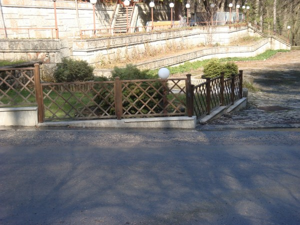 декоративна ограда