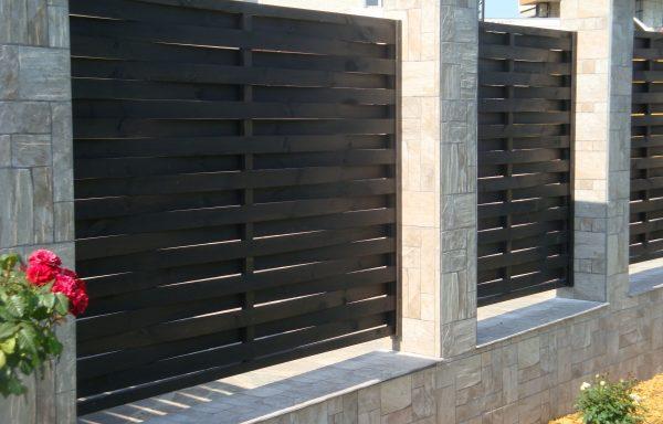 Дворна ограда от масив 001