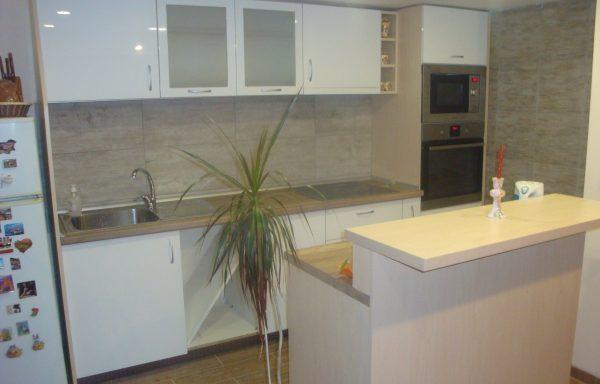 Кухня с барплот 019