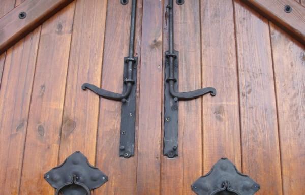 Дървени порти, огради, навеси, парапети
