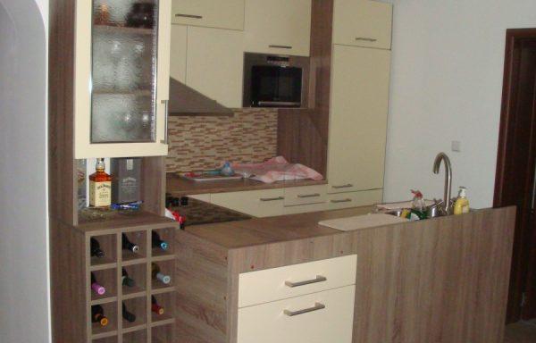 Компактна кухня 016